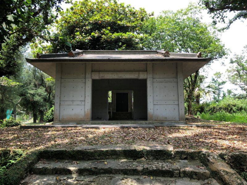 南山神社の拝殿